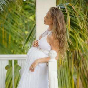 Fleur de Lys Villa Balcony Maternity
