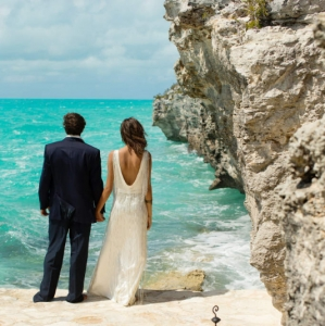 Bajacu Bohemian Bride and Groom by the sea