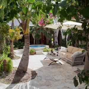 courtyard Fleur De Lys Villa