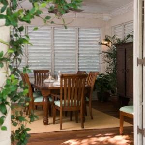 dining room Fleur De Lys Villa