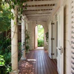 walkway Fleur De Lys Villa