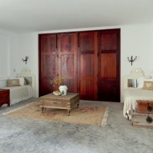 Longbay Beach Barn guest-bedroom