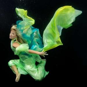 david-gallardo-underwater-fashion-1