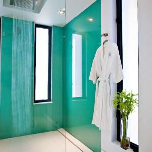 Windemere Bathroom Shower